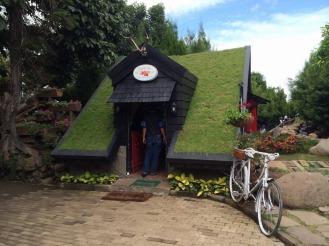 Rumah Hobbit di Farm House Cihideung Lembang 2