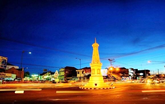 Pemandangan-Kota-Yogyakarta-Tugu-Jogja